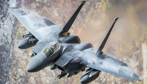 'Đại bàng bất bại' F-15E Mỹ mạnh ngang máy bay ném bom chiến lược H-6 Trung Quốc