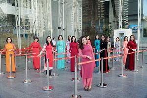 Áo dài làm đẹp cho PV GAS trong tuần lễ chào mừng ngày 8-3