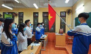 Học sinh Hải Phòng vui mừng trở lại trường sau kỳ nghỉ rất dài phòng dịch