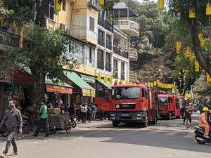 Hà Nội: Cháy lớn ở phố Gầm Cầu, lửa lan ra nhiều cửa hàng