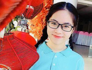 Nữ sinh Quảng Trị 15 tuổi thông thạo 7 thứ tiếng là quán quân cuộc thi lồng tiếng