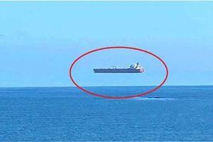 'Tàu ma' lơ lửng trên mặt nước ngay giữa ban ngày: Bí ẩn khiến dân Anh kinh ngạc