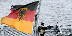 Tàu chiến Đức đi qua Biển Đông: 'Đòn gió' hay chiến lược?
