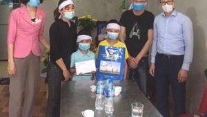 Hội Chữ thập đỏ tỉnh Quảng Ninh hỗ trợ 3 cháu nhỏ có mẹ và bà ngoại bị sát hại
