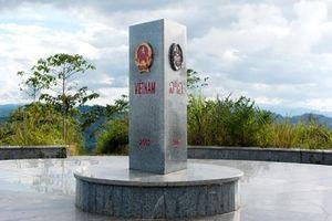 Tỉnh duy nhất nào của Việt Nam có đường biên giới với đồng thời hai nước Lào và Campuchia?