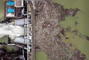 Ảnh chụp từ không trung phơi bày sự ô nhiễm nước trên thế giới