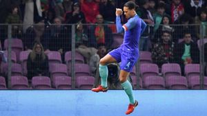 Ngày này năm xưa: Van Dijk ghi bàn đầu tiên cho ĐT Hà Lan