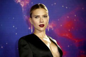 Hành trình xóa mác 'bình hoa di động' của Scarlett Johansson