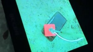 iPhone sống sót sau một tháng chìm dưới hồ băng