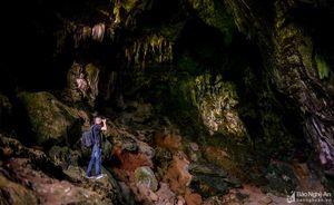 Khám phá hang động thạch nhũ tuyệt đẹp ở miền Tây Nghệ An