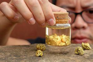 Giá vàng hôm nay lao dốc: Vàng giảm hàng chục USD