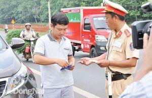 Ghi hình cảnh sát giao thông làm nhiệm vụ: Phải đúng luật