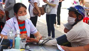 Tuổi trẻ Bình Phước cùng các nhà hảo tâm tổ chức thiện nguyện đến đảo Nam Du (Kiên Hải- Kiên Giang).