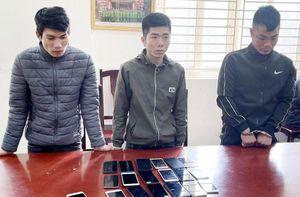 Ổ nhóm gây ra hàng loạt vụ cướp giật điện thoại di động sa lưới