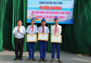 Quảng Trị: Tuyên dương 3 học sinh dũng cảm cứu người đuối nước