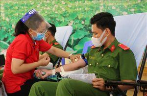 300 người tham gia hiến máu nhân đạo ở Đồng Tháp