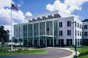 Quan chức sứ quán Mỹ treo cổ trong khách sạn