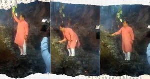 Quan chức Ấn Độ dập lửa bằng cành cây khiến dân mạng thi nhau 'thả ha ha'