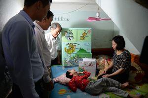 Bắc Giang: Trao quà cho nạn nhân chất độc da cam tại Việt Yên
