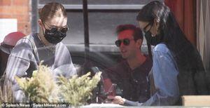 Gigi Hadid cùng em gái Bella đưa 'công chúa nhỏ' đi chơi ở New York