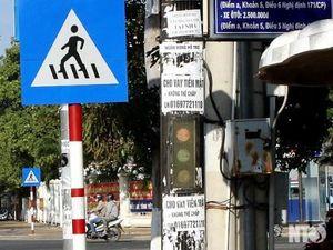 Treo quảng cáo ở cột điện bị phạt 1-2 triệu đồng