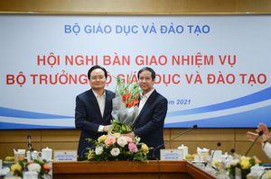 Nguyên bộ trưởng Bộ GD&ĐT Phùng Xuân Nhạ bàn giao nhiệm vụ