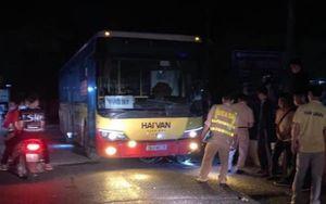 Hà Nội: Xe buýt Hải Vân va chạm với xe máy khiến 1 người tử vong thương tâm