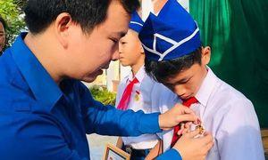 Tặng Huy hiệu 'Tuổi trẻ dũng cảm' cho 3 học sinh cứu người đuối nước