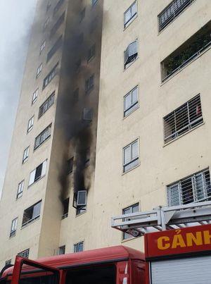 Nghệ An: Người dân tháo chạy khi phát hiện chung cư bất ngờ bốc cháy
