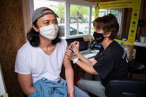 Mỹ hỗn loạn sau quyết định dừng tiêm vaccine COVID-19 của Johnson & Johnson