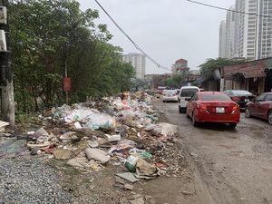 Đường xuống cấp, rác ngập phố Nguyễn Cảnh Dị