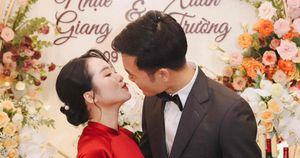 Hé lộ hình ảnh 'cực nóng' trong lễ ăn hỏi của tiền vệ Lương Xuân Trường