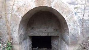 Nhìn hố lạ trên ruộng, không ngờ lại là mộ của hoàng tử nhà Minh