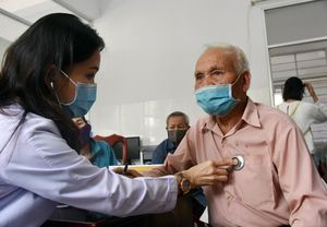 Khám bệnh, phát thuốc và tặng quà cho 300 người có hoàn cảnh khó khăn ở huyện Xuyên Mộc