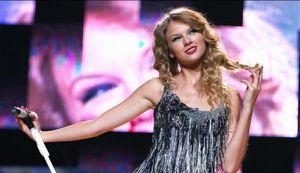'Fearless' giúp Taylor Swift phá kỷ lục, đứng đầu thị trường Anh quốc