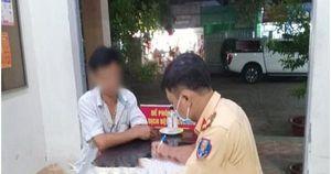 Lập biên bản vi phạm hành chính đối với tài xế xe ô tô khách 45 chỗ chạy ngược chiều ở Biên Hòa