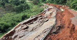 Lộ nguyên nhân dự án đường giao thông chưa bàn giao liên tục sạt lở