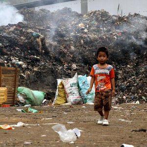 Sống mòn bên cạnh bãi rác bốc cháy ngay tại trung tâm phố núi Nghệ An