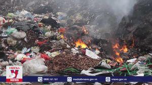 Sống chung với đám cháy tại bãi rác thị trấn Quỳ Hợp