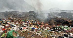 Bãi rác ở trung tâm phố núi Nghệ An cháy nghi ngút, dân kêu cứu