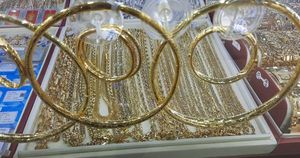 Giá vàng hôm nay 22-4: Vàng SJC dễ dàng vượt mốc 56 triệu đồng/lượng