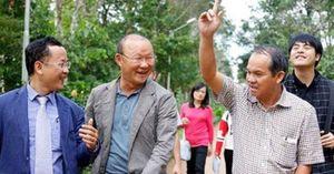 Tuyển Việt Nam: Thầy Park lại phải cảm ơn bầu Đức