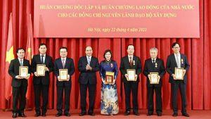 Trao tặng Huân chương độc lập cho các nguyên lãnh đạo Bộ Xây dựng