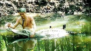 Đặc công rừng Sác vừa chiến đấu với quân thù, vừa đối phó cá sấu đầy sông