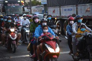 Sợ kẹt xe, người đi nghỉ lễ trở về TP Hồ Chí Minh sớm