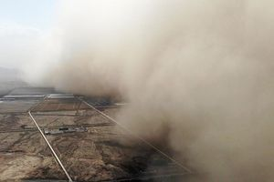Bức tường cát khổng lồ bao phủ Nội Mông