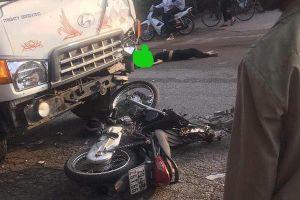 Hà Nội: Đấu đầu với xe tải, 2 thanh niên đi xe máy tử vong tại chỗ