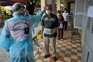Campuchia ghi nhận gần 1.000 ca mắc mới COVID-19 trong 24 giờ qua