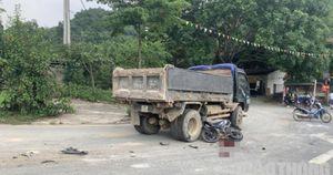 Nam thanh niên ở Hòa Bình tử vong sau va chạm với xe tải