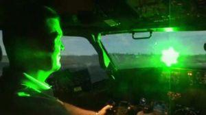 Hạ cánh tại Nội Bài và Tân Sơn Nhất, 2 máy bay bị chiếu đèn laser vào buồng lái